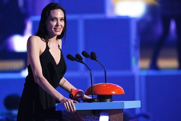 Image #: 35839471    Actress Angelina Jolie accepts the Best Villain Award at the 2015 Kids' Choice Awards in Los Angeles, California March 28, 2015. REUTERS/Mario Anzuoni         REUTERS /MARIO ANZUONI /LANDOV
